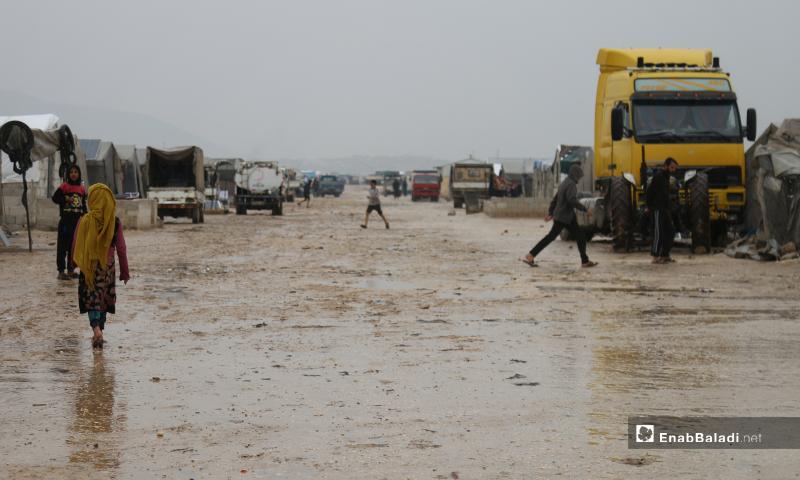مخيم حلب لبيه بالأجواء الماطرة في اليوم الأول من رمضان-24 من نيسان (عنب بلدي)