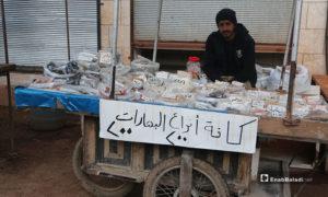 بائع بهارات وعربته في سوق مدينة إدلب- 7 من نيسان (عنب بلدي)