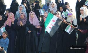 إحياء ذكرى اعتصام الساعة في حمص، بمسرح الحديقة العامة في مدينة إدلب، والذي راح ضحيته كثير من المعتصمين جراء إطلاق الرصاص عليهم من قبل النظام- 19 من نيسان (عنب بلدي)