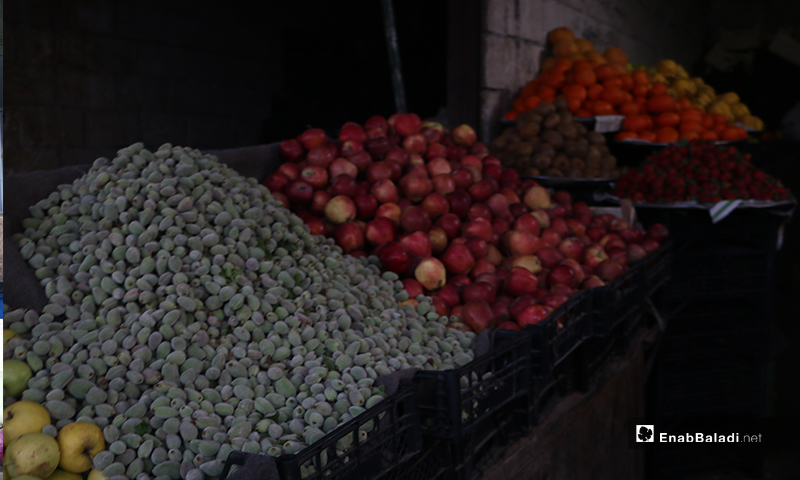 محل فواكه في سوقق مدينة إدلب- 7 من نيسان (عنب بلدي)