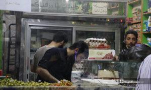 بائع مواد غذائية في مدينة الباب بريف حلب ليلة رمضان- 23 من نيسان (عنب بلدي)