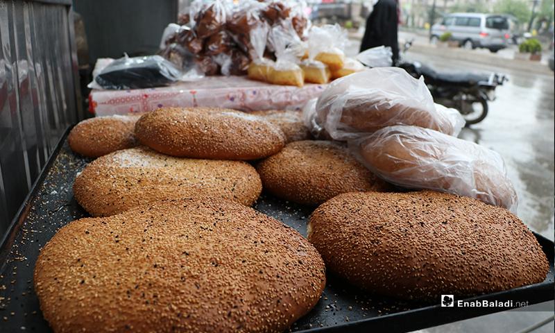 كعك يشتهر في رمضان (معروك)، في محل بمدينة الباب بريف حلب- 24 من نيسان (عنب بلدي)
