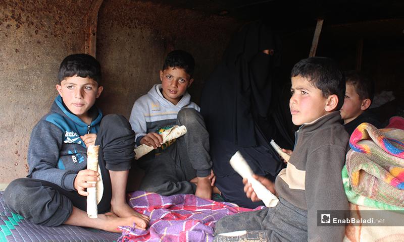 بل منزل تقيم فيه أم وأطفالها من قرية أباد التابعة لريف حلب الجنوبي