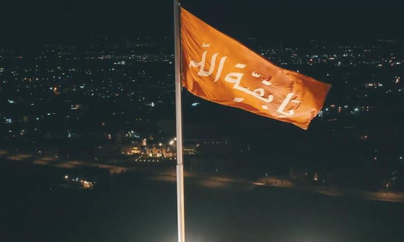 عسكريون يرفعون راية كتاب عليها يا بقية الله في بعلبك اللبنانية - 9 نيسان 2020 (مركز نسيم في فيس بوك)
