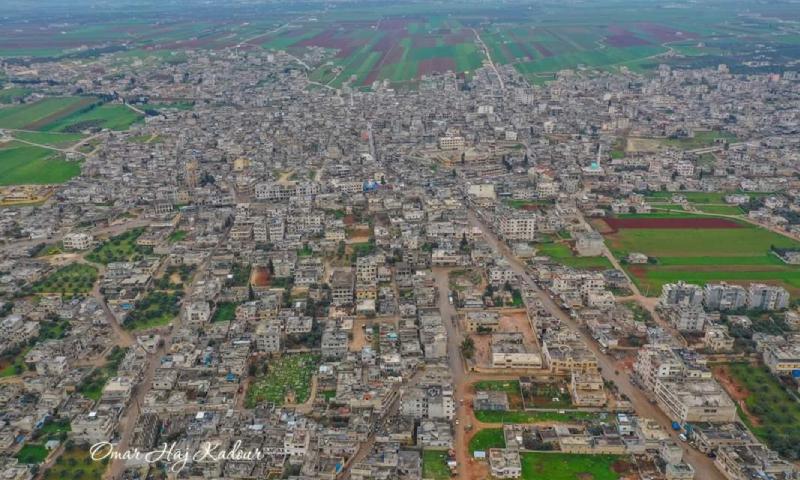 صورة جوية لمدينة بنش في محافظة إدلب شمالي سوريا- آذار 2020 (المصور عمر حاج قدور)