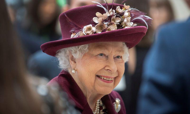 صورة أرشيفية لملكة بريطانيا اليزابيث- (رويترز)