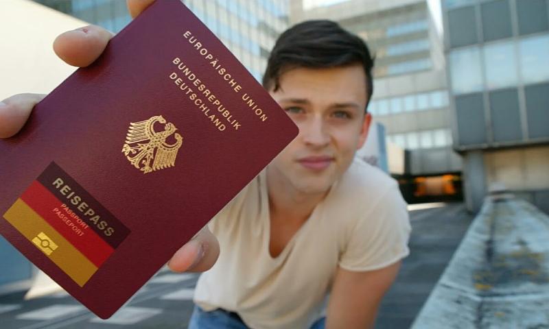 تعبيرية لجواز سفر ألماني (قناة Dany #gotaworldtosee في يويتوب)
