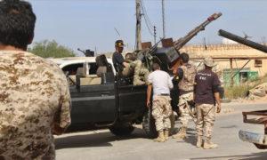 عناصر من قوات الوفاق في العاصمة طرابلس - 18 نيسان (الأناضول)