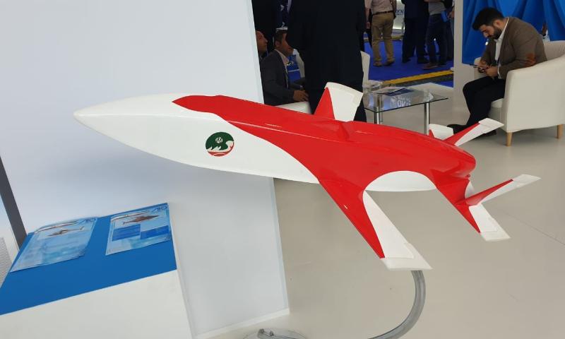 تصميم طائرة مبين الإيرانية خلال عرضه في معرض ماكس الروسي (وكالة الأنباء الإيرانية)