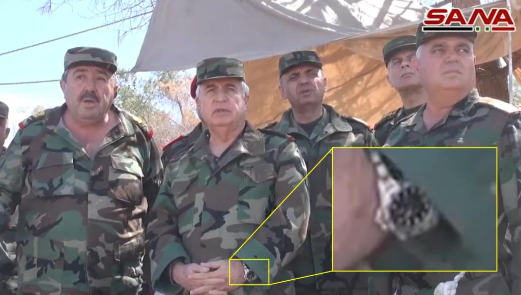 ساعة اللواء علي عبد الله أيوب في أثناء الزيارة إلى اللطامنة في ريف حماة - 25 من آذار 2017 (تعديل bellingcat)