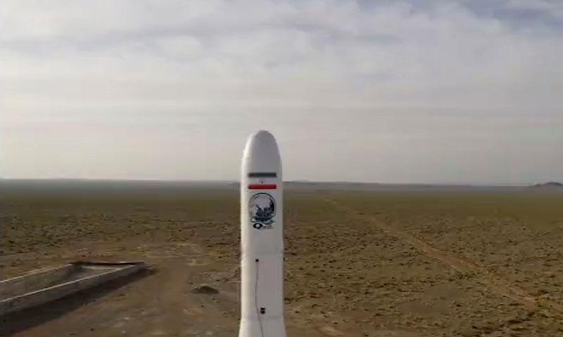 صورة للصاروخ الذي حمل القمر الصناعي الإيراني نور-1 22 من نيسان 2020 (نيويورك تايمز)