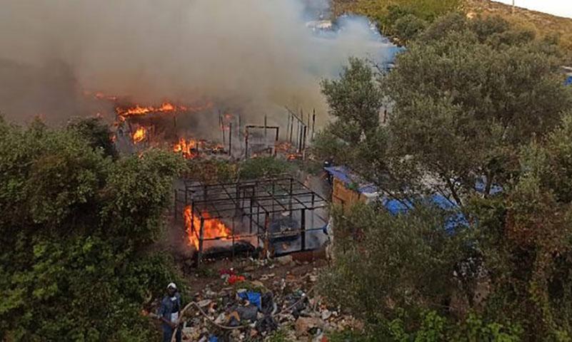حريق مخيم vathy في جزيرة ساموس اليونانية (samos24)