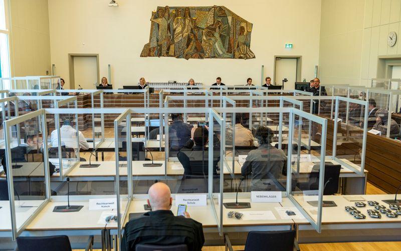 جلسة محكمة ألمانية في كوبلنس لمقاضاة الضابطين السوريين أنور رسلان وإياد الغريب بارتكاب جريمة ضد الإنسانية - 23 نيسان 2020 (AFP)