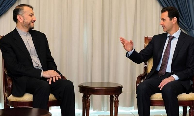 رئيس النظام السوري بشار الأسد يجلس مع المساعد الخاص لرئيس مجلس الشورى الإيراني، حسين أمير عبد اللهيان- (abna24)