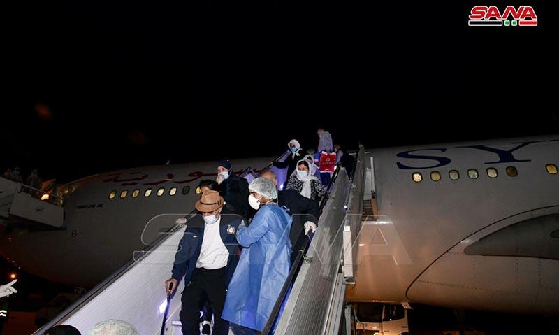 وصول طائرة تابعة للسورية للطيران تقل سوريين من مطار من مطار الشارقة في الإمارات العربية المتحدة (سانا)