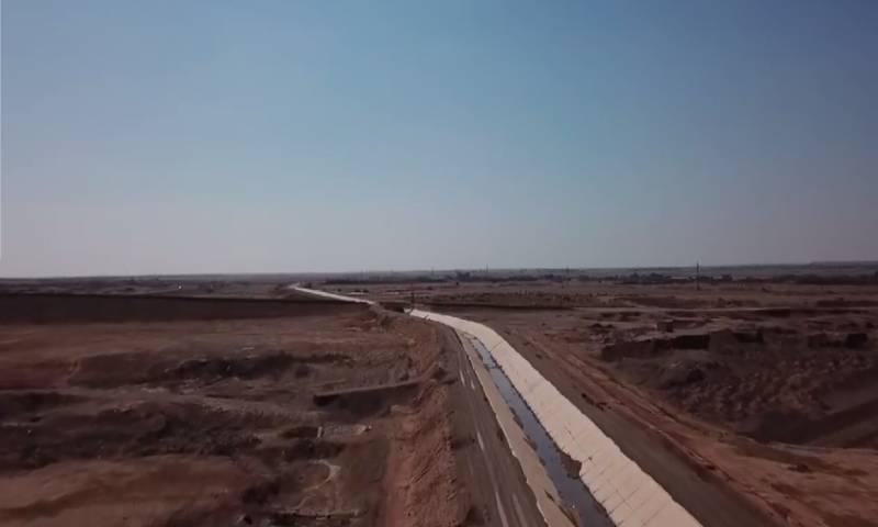 مشروع قناة الري في ريف دير الزور الشرقي الذي لم يستكمل بعد في 8 من أيار 2020 - (مركز دير الزور الإعلامي)