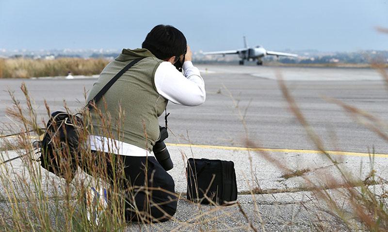 مصور لوكالات اعلام اجنبية في قاعدة حميميم في اللاذقية 2018 (وزارة الدفاع الروسية)