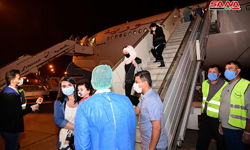وصول طائرة تقل 250 راكباً من السوريين العالقين في الخارج إلى مطار دمشق الدولي قادمة من الإمارات العربية المتحدة