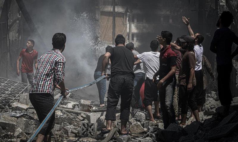 غارات لروسيا والنظام السوري على مناطق بريفي إدلب وحماة (الأناضول)
