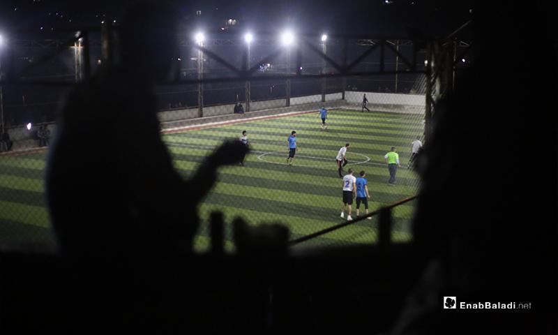 حضور جماهيري في المباراة النهائية لدوري نجوم الشمال بين فريقي دير حسان وعقربات في إدلب بملعب قاح - 3 أيار 2020 (عنب بلدي)