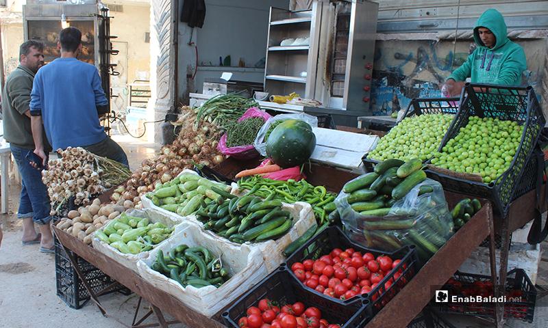 بسطة خضرة في بلدة سرمين بريف إدلب الشرقي- 8 من أيار (عنب بلدي)