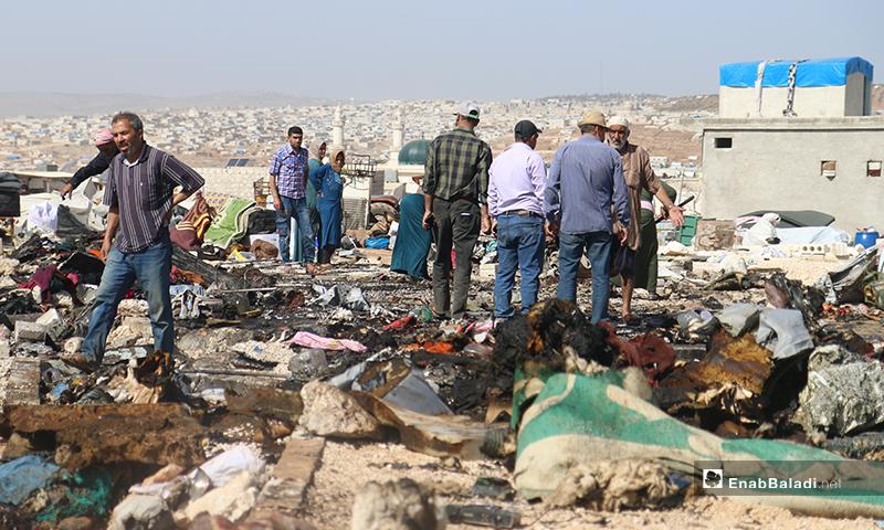 مهما كان السبب لحدوث هذا الحريق، فهناك من يوجه أصابع الاتهام إلى مُهجرهم من منازلهم إلى هذه المخيمات- 17 من أيار (يوسف غريبي/عنب بلدي)