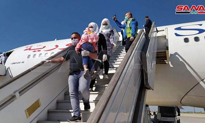 وصول طائرة تقل سوريين إلى مطار دمشق الدولي 7 أيار (سانا)