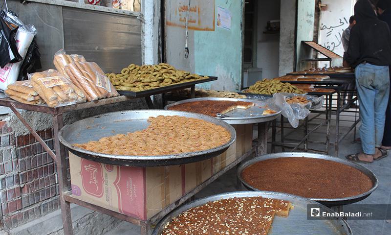 محل لبيع الحلويات في بلدة سرمين بريف إدلب الشرقي- 8 من أيار (عنب بلدي)