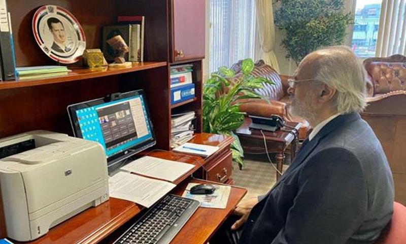 """مندوب النظام السوري الدائم لدى الأمم المتحدة، بشار الجعفري، خلال مؤتمر الذي عقده مع ائتلاف """"""""- 10 من أيار (سانا)"""