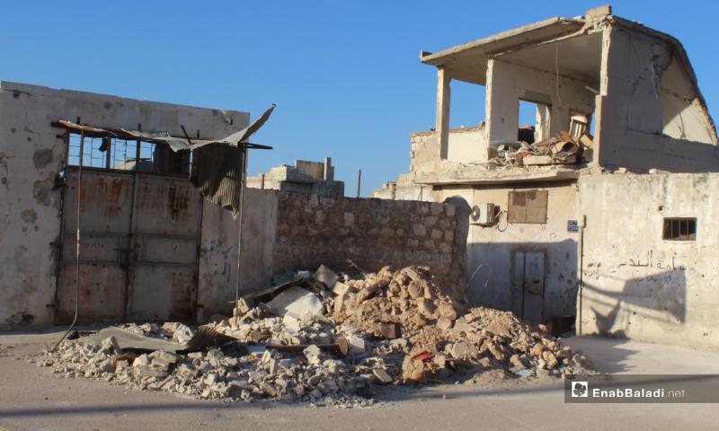 آثار الدمار على المنازل في بلدة سرمين بريف إدلب الشرقي- 8 من أيار (عنب بلدي)