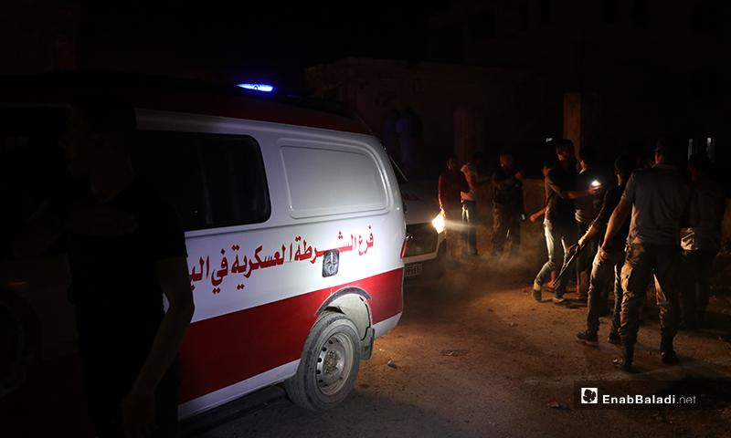 سيارات الشرطة العسكرية والإسعاف في مدينة الباب أثناء وصولها إلى مكان تفجير عبوة ناسفة - 14 أيار 2020 (عنب بلدي/ عاصم ملحم)