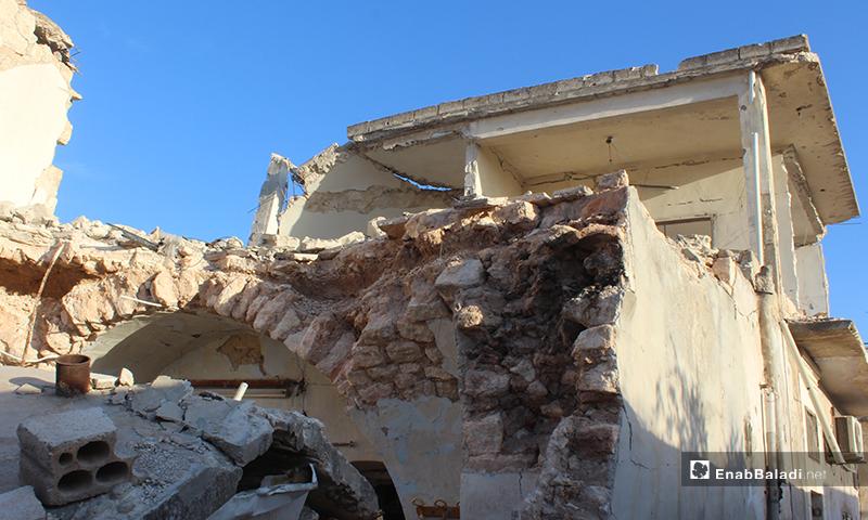 آثار القصف الذي أصاب بلدة سرمين بريف إدلب الشرقي- 8 من أيار (عنب بلدي)