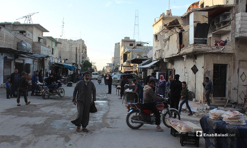 حركة أهالي مدينة سرمين بريف إدلب الشرقي قبل الإفطار- 8 من نيسان (عنب بلدي)