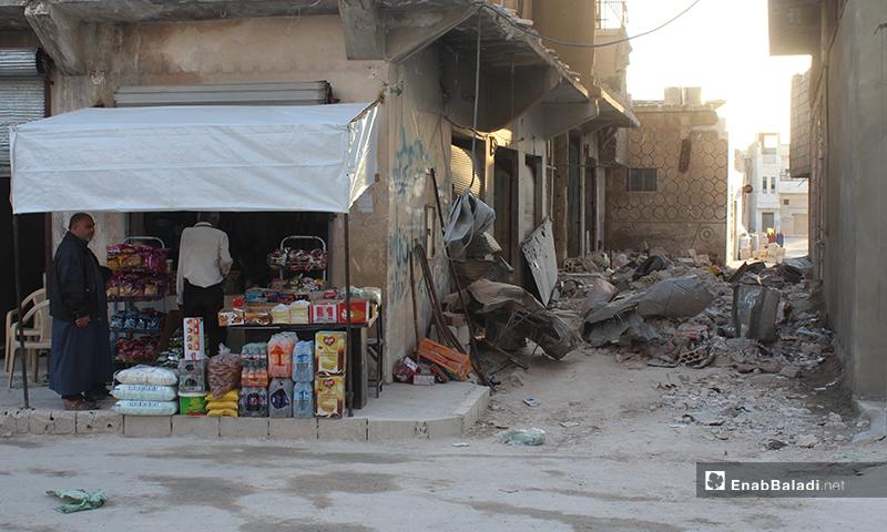 محلات بلدة سرمين في ريف إدلب الشرقي وآثار الدمار من حولها- 8 من أيار (عنب بلدي)