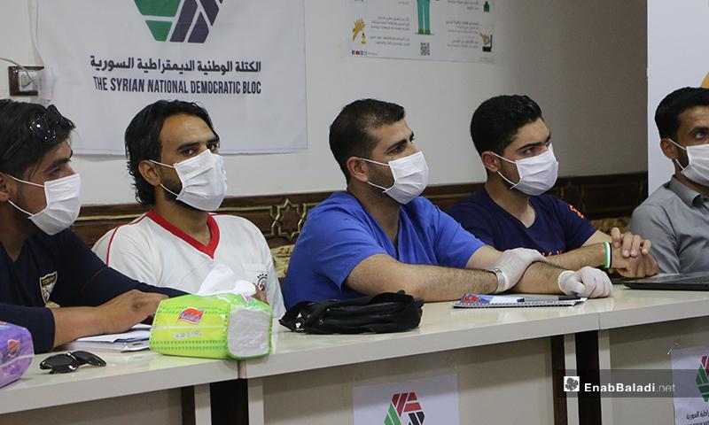 جانب من حضور الدورة التدريبية حول مخاطر جائحة كورونا في بلدةتركمان بارح شمال حلب - 21 أيار 2020 (عنب بلدي/ عبد السلام مجعان)