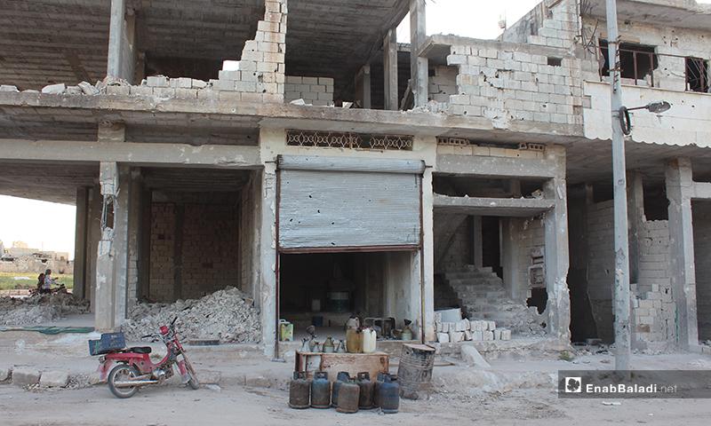 محل لبيع الغاز والبنزين في بلدة سرمين بريف إدلب الشرقي- 8 من أيار (عنب بلدي)