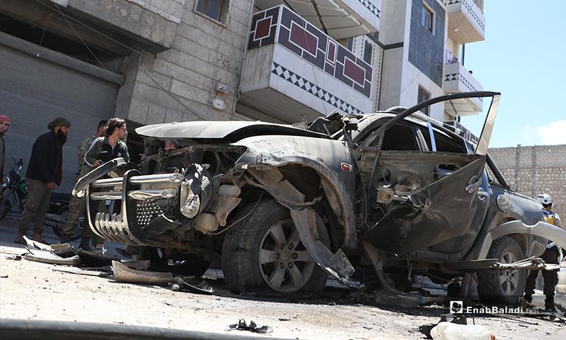 """إنفجار عبوة مزروعة بسيارة نوع """"بيك أب"""" تابعة لعنصر من فصيل السلطان مراد التابع للجيش الوطني في مدينة الباب، أدت لإصابته- 25 من أيار (عاصم الملحم/ عنب بلدي)"""