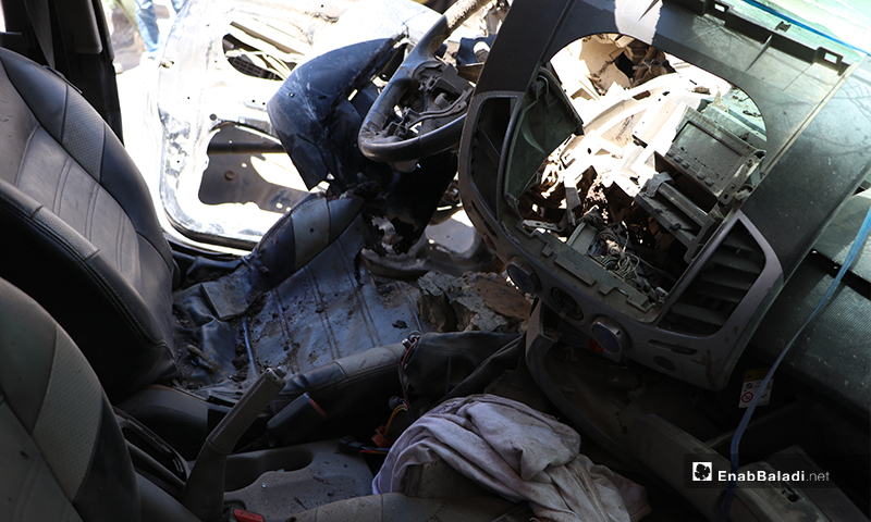 """السيارة المنفجرة من الداخل نوع """"بيك أب"""" تابعة لعنصر من فصيل السلطان مراد التابع للجيش الوطني في مدينة الباب، أدت لإصابته- 25 من أيار (عاصم الملحم/ عنب بلدي)"""