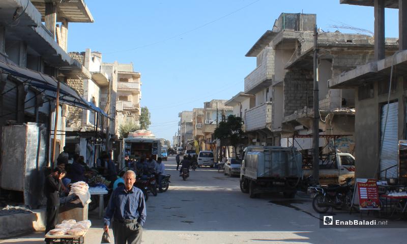الشارع الرئيسي في بلدة سرمين بريف إدلب الشرفقي- 8 من أيار (عنب بلدي)