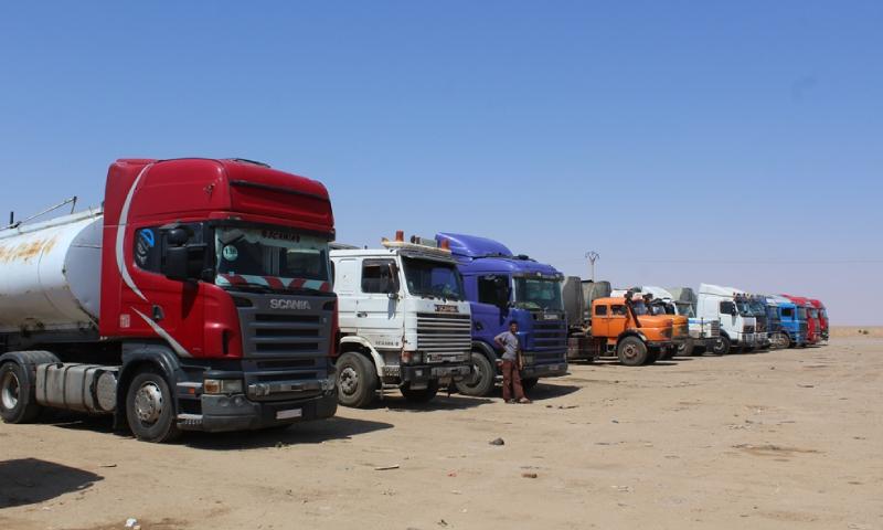 سيارات لنقل البضائع في ساحة الجمارك بمدينة الطبقة - 18 حزيران 2018 (روناهي)