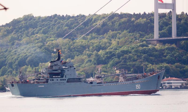 سفينة الإنزال البحري ساراتوف 150 خلال عبورها مضيق البوسفور في نركيا - 16 أيار 2020 (مرصد البوسفور)