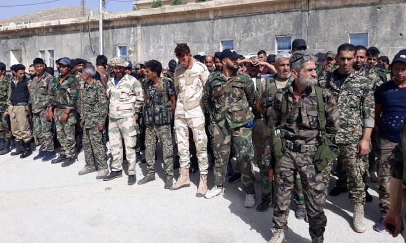 عناصر من الدفاع الوطني الرديفة لقوات النظام أثناء توجههم إلى منطقة البادية لملاحقة خلايا تنظيم الدولة - 19 أيار 2020 (الدفاع الوطني)