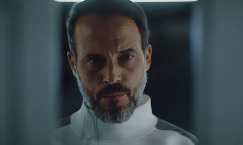 الممثل يوسف الشريف في لقطة من مسلسل النهاية (البرومو الرسمي على يويتوب)