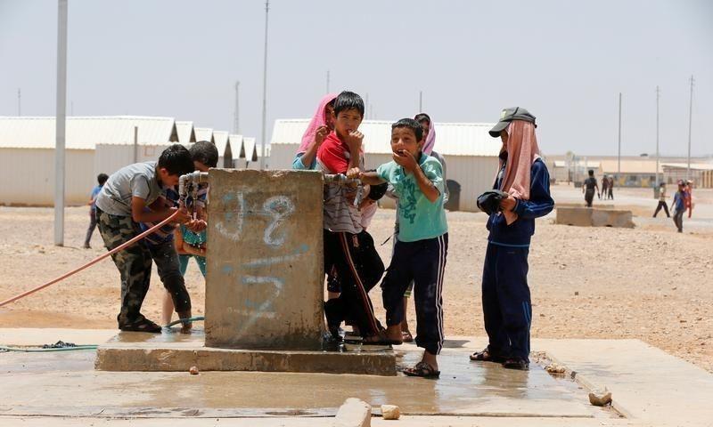 أطفال من اللاجئين السوريين في معسكر بالقرب من مدينة الأزرق