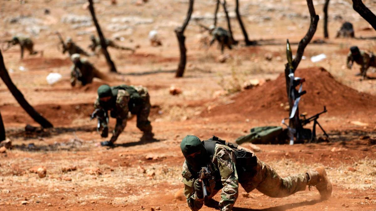 تدريب لمقاتلين في هيئة تحرير الشام - 2018 (AFP)