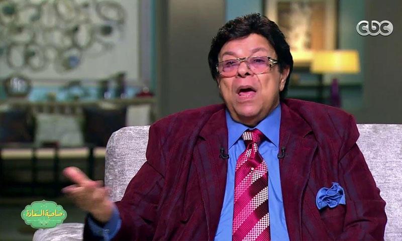"""الفنان إبراهيم نصر أثناء لقاء في برنامج """"صاحبة السعادة"""" (سي بي سي)"""