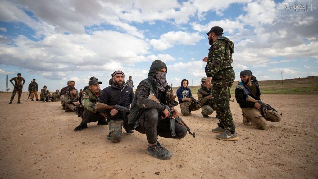 مقاتلون من لواء القدس في البادية السورية يتدربون على قتال تنظيم الدولة (وكالة الأنباء الفدرالية الروسية)