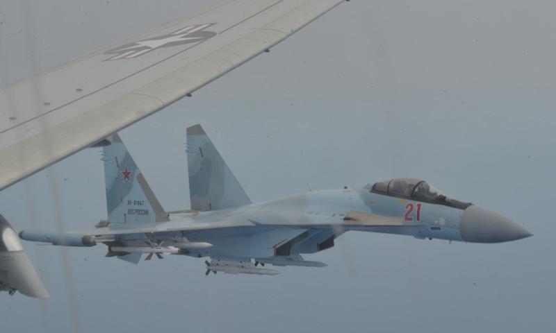 المقاتلة الروسية التي اعترضت طائرة الاستطلاع الأمريكية في المتوسط- 26 من أيار (U.S. 6th Fleet)