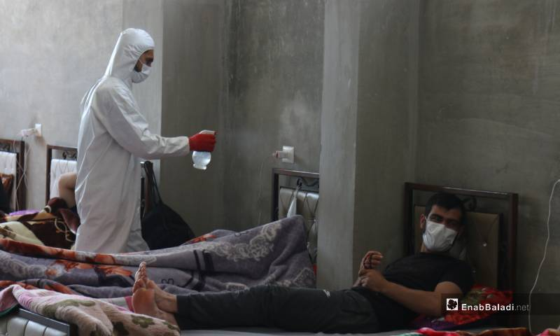 وزارة الصحة التابعة لحكومة الإنقاذ تجهز مركز عزل صحي في مدينة جسر الشغور 4 من أيار 2020 (عنب بلدي)