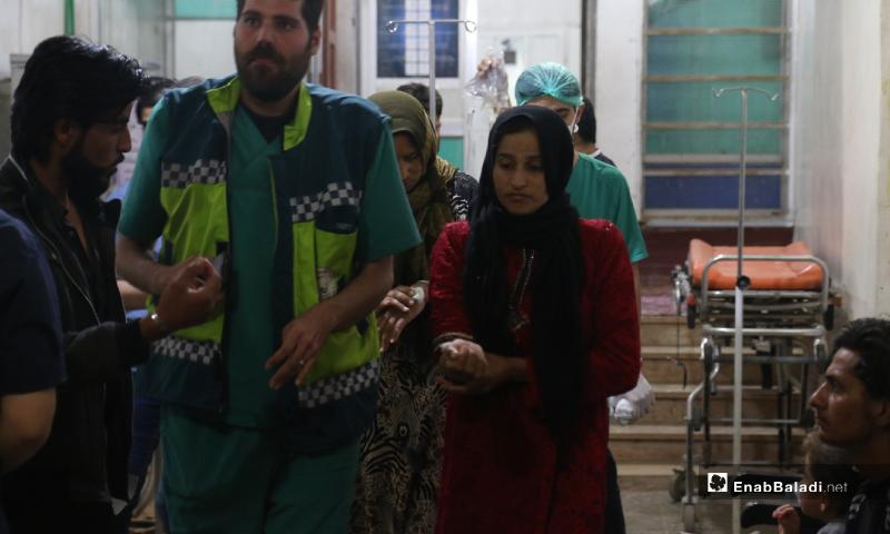 دخول مريضة بحالة تسمم إلى قسم الإسعاف نتيجة تناول طعام فاسد مقدم من أحد الجمعيات الخيرية في مخيم رعاية الطفولة شمال إدلب - 11 أيار 2020 (عنب بلدي)